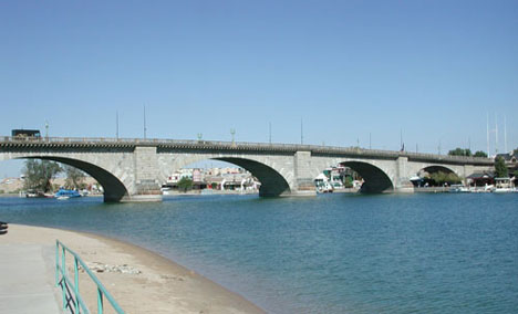 london bridge lake havasu. london resort offers an ideal